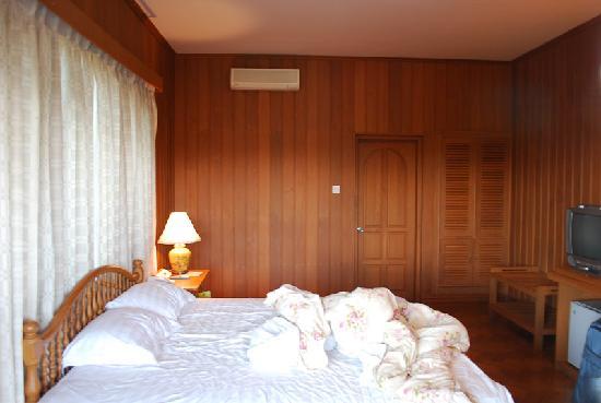 Win Unity Resort Hotel: bedroom