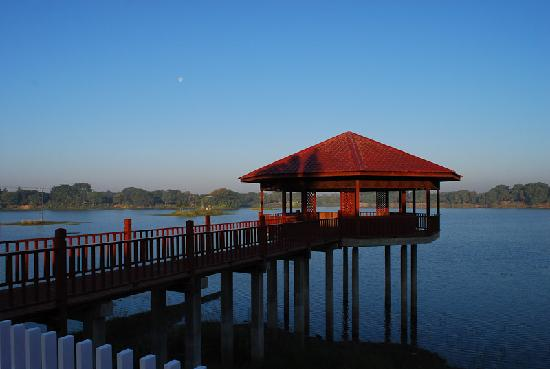 Monywa, Birmania: lake view