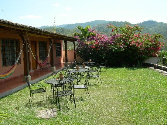 La Casa de Cafe: Breakfast outdoors