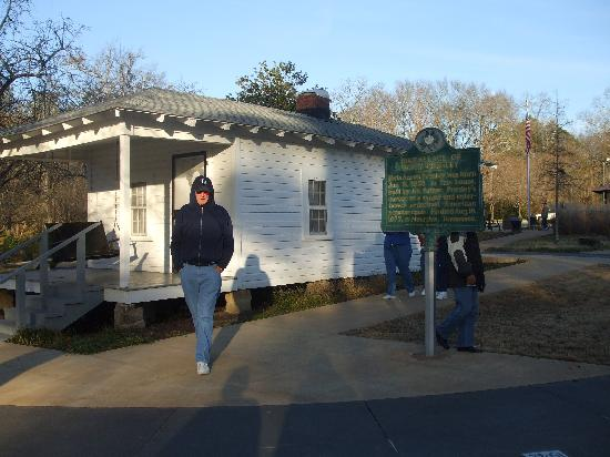 Elvis Presley Birthplace & Museum: Elvis first home in Tupelo