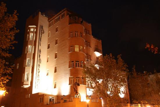 Hotel Armadams: Armadams by night