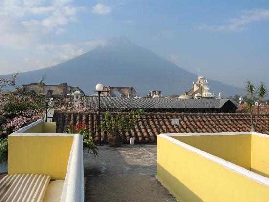 Hotel Posada Del Hermano Pedro: Vista de la terraza del hotel
