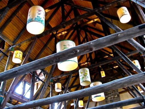 Paradise, วอชิงตัน: The ceiling inside the lodge.