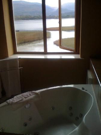 Lake Hotel : Hottub in room (separate to spacious ensuite)