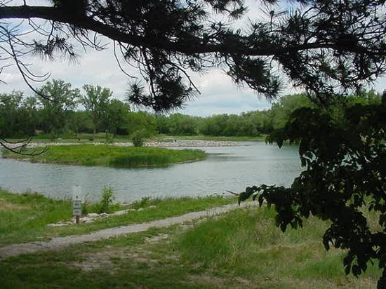 Керни, Небраска: Cottonmill Park is located just outside the city, providing picnicing,  fishing and swimming.  O