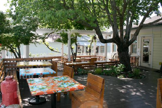 Patio dining in downtown Nevada City at Ike's Quarter Cafe