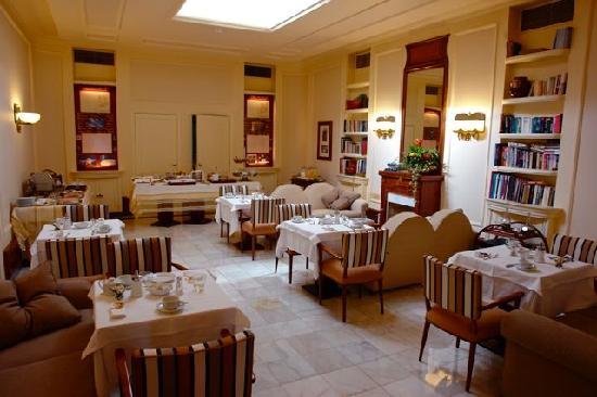 Britania Hotel: breakfast room