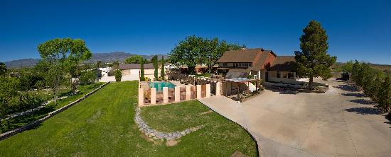 Desert Rose Bed and Breakfast: Great overview of our property and water features!