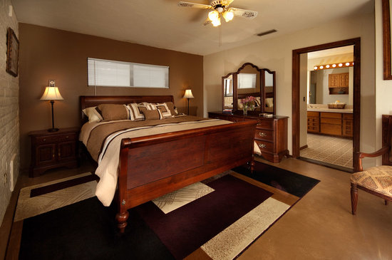 Desert Rose Bed and Breakfast: Our roomy and comfortable Full Size room.