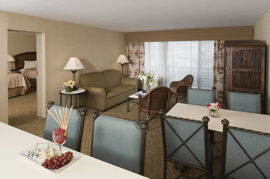 Icona Golden Inn: Spacious One Bedroom Suites