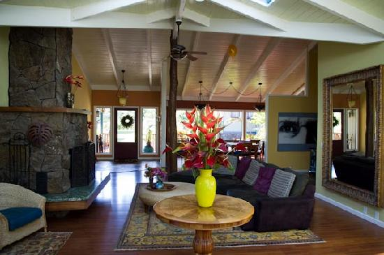 Waianuhea Bed & Breakfast: The main lounge/breakfast area