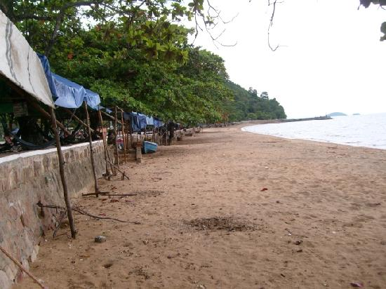 A sorry excuse for a bathing beach - Kep