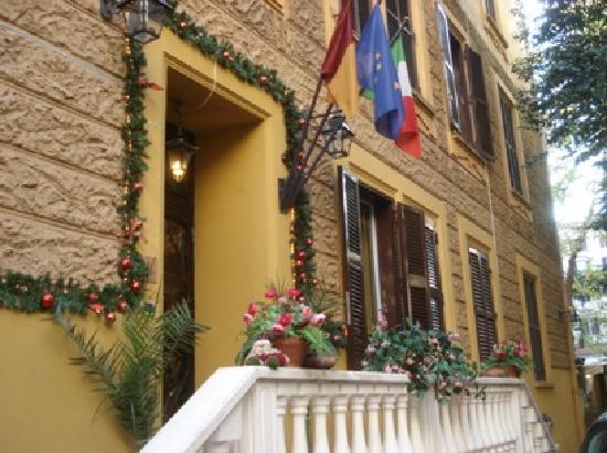 Vatican Garden Inn: The unassuming entrance