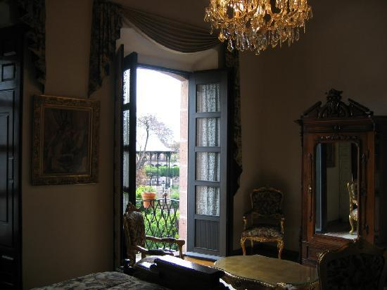 Hotel Virrey de Mendoza: Another view of the room