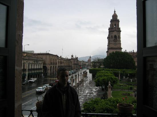 Hotel Virrey de Mendoza: Rainy morning departure on the balcony of the room