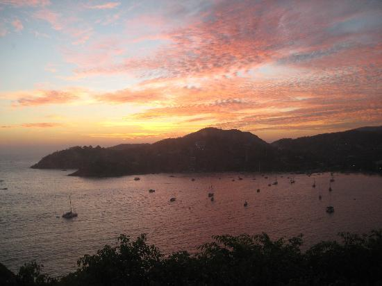 Tentaciones Hotel: Sunset over Zihua, as seen from the Alejandro suite