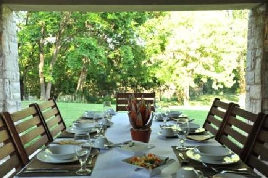Sand River Guest House: Outdoor Dining