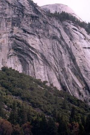 San Andreas, Kalifornia: North wall of the valley