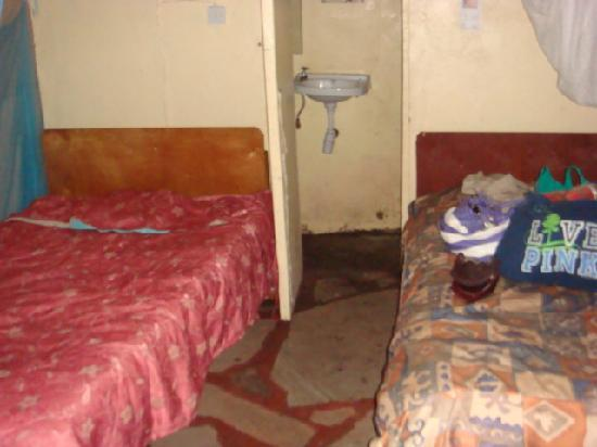 Flamingo Camp and Cottages Safari: bedding was dirty