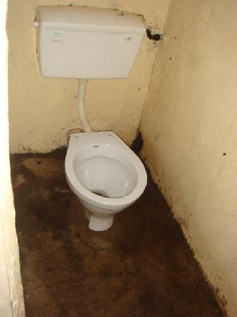 Flamingo Camp and Cottages Safari: toilet and shower were terrible