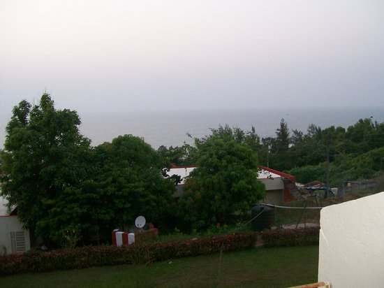 Abhishek Beach Resort and Spa : Sea view from the Hill top room window