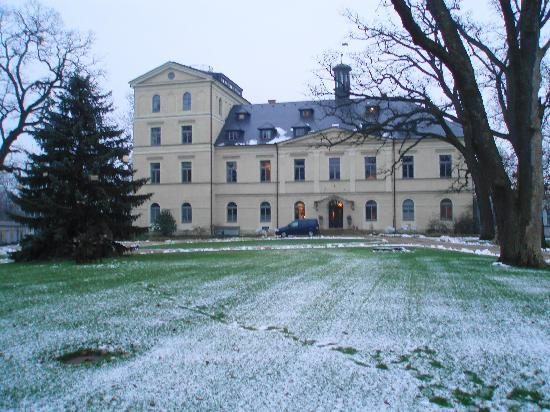 Chateau Mcely : Front view