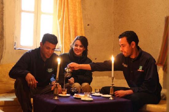 Chez Youssef: youssef et ses amis
