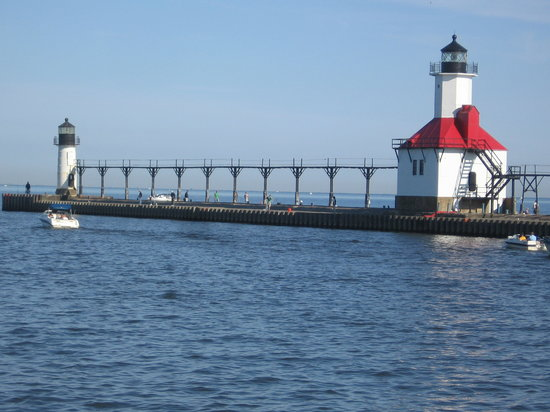 Saint Joseph, ميتشجان: 南埠頭から見たSt Joseph灯台