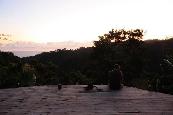 Carate, Kosta Rika: Sunset from the yoga platform