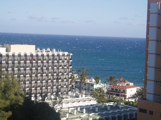 Corona Roja - Playa del Ingles: view from our balcony