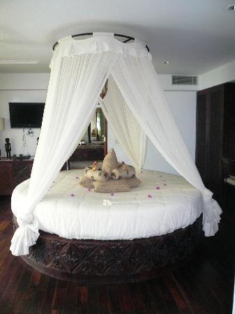 The Circular Bed Picture Of Batu Karang Lembongan Resort Day