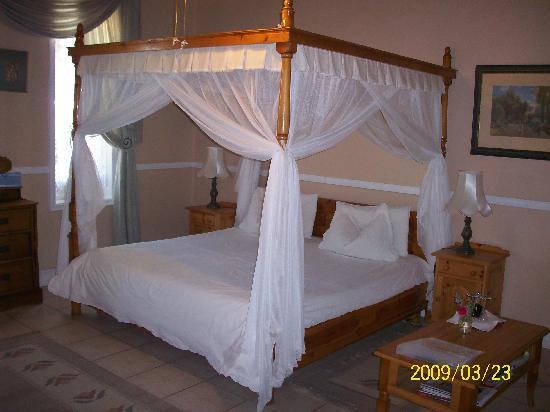 The honeymoon suite at saxe coburg lodge