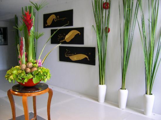 Samaya Bura: Blumenschmuck auf den verschiedenen Etagen - immer frisch!