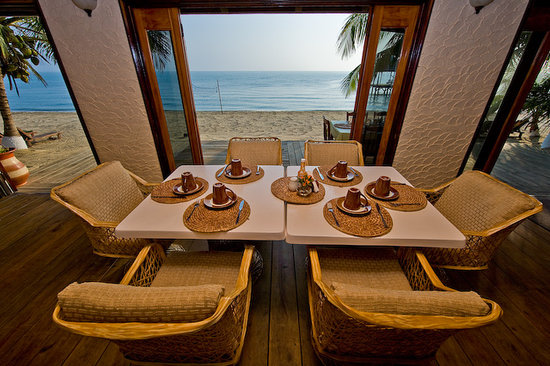 Parrot Cove Lodge: Beach Side Dining