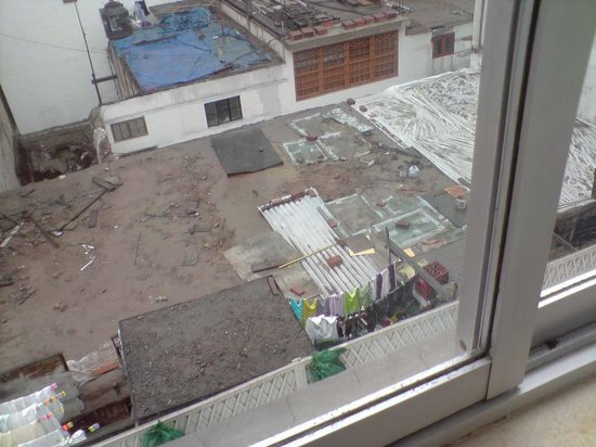 Leon de Oro Inn & Suites: Vista desde ventana trasera del Hotel