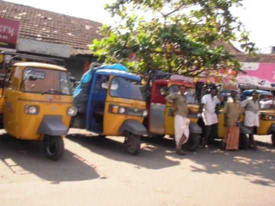 Kannur, India: Some motor riksja's