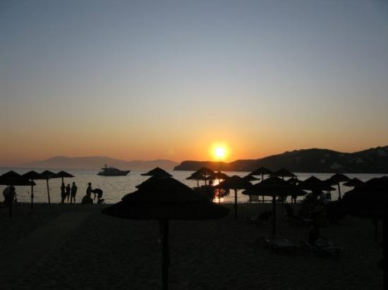 Mylopotas Beach: Sunset at Mylopotas