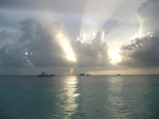 Seven Mile Beach, Grand Cayman : Our first day on 7 mile