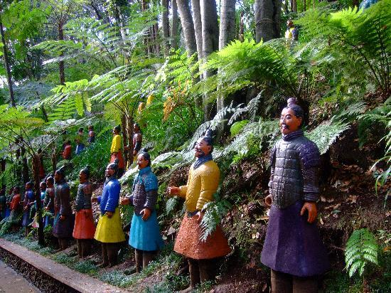 Monte Palace Tropical Garden : Japanese figures at Monte Palace Gardens