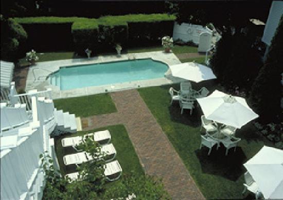 Harbor Light Inn: Heated Pool and Gardens