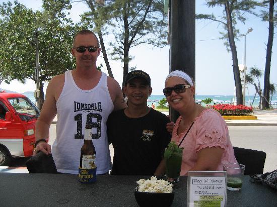 Banthai Beach Resort & Spa: Amazing pool bar waiter