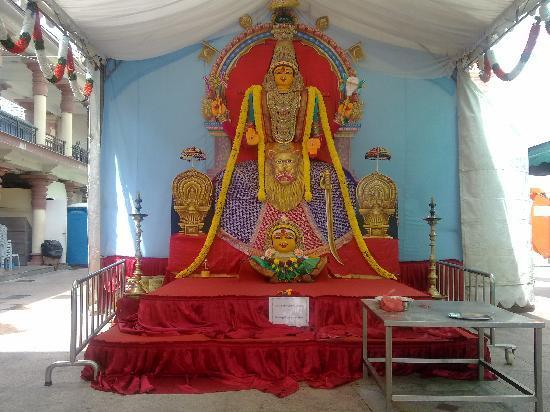 God statue - Picture of Sri Mariamman Temple, Singapore ...