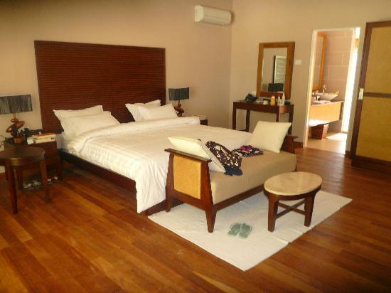 Vakarufalhi Island Resort: interno beach bungalow