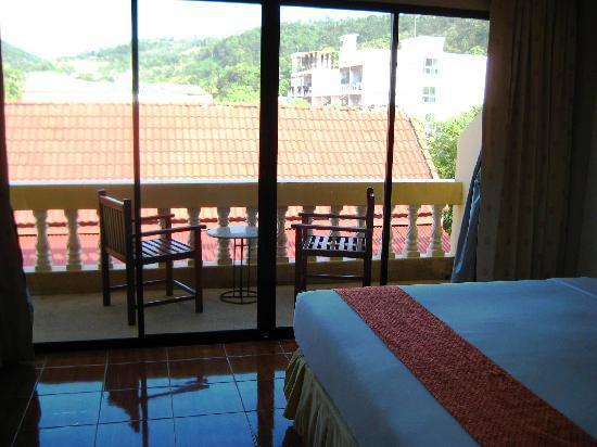 Kata View Guest House: Blick zum Balkon