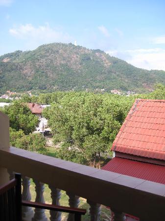 Kata View Guest House: Blick vom Balkon (Rückseite)
