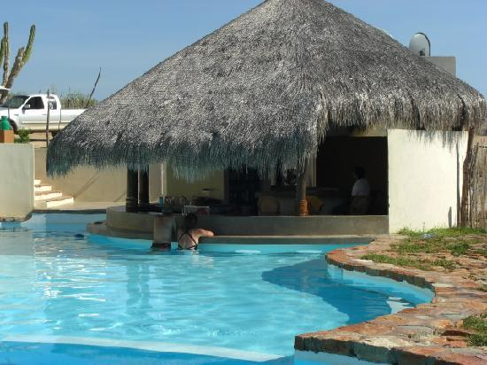 Villas de Cerritos Beach: Palapa Swimup Bar
