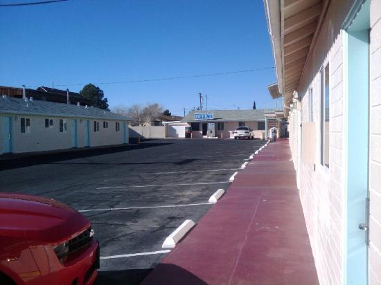 Budget Inn & Suites Ridgecest: Outside View