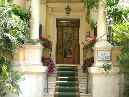 Hotel Farnese: Entrance
