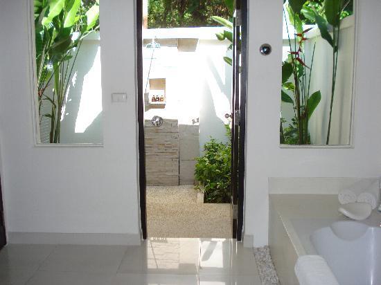 The Racha: La meravigliosa doccia esterna