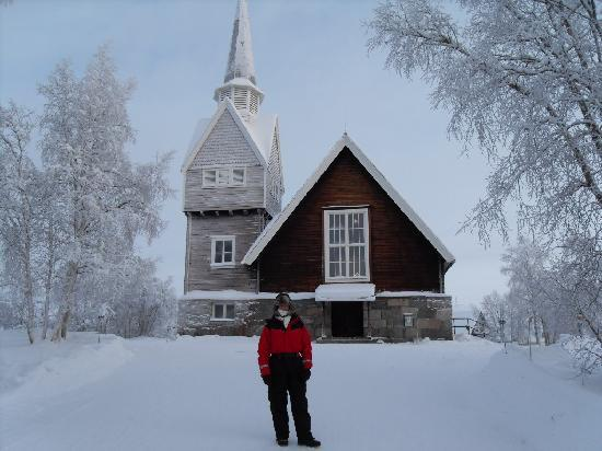 Davvi Arctic Lodge: Church over the border at Sweden